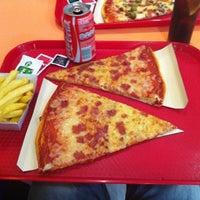 Foto tirada no(a) Pizzas Liberty por Jeronet em 8/25/2012