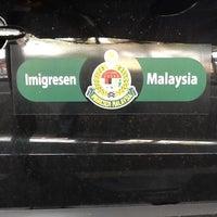 Photo taken at Immigration Department (Jabatan Imigresen) by Kecik W. on 2/22/2012
