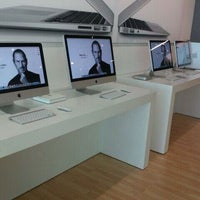 Photo taken at ITESM Apple Authorized Campus Store by Héctor G. on 10/6/2011