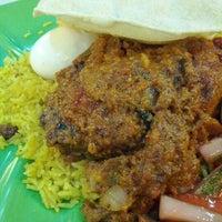 Photo taken at Restoran Kapitan Penang by Roy on 1/20/2012