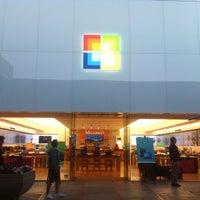 Foto tirada no(a) Microsoft Store por Kamal F. em 5/24/2012