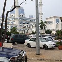 Photo taken at Bazar Ramadhan Taman Kerang (Pokok Buluh) by Adam M. on 8/4/2012