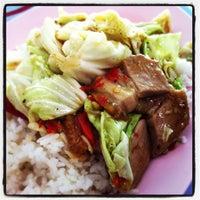 Photo taken at แอ๋ว อาหารตามสั่ง by OMG S. on 3/5/2012