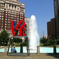 5/28/2012 tarihinde Heather B.ziyaretçi tarafından JFK Plaza / Love Park'de çekilen fotoğraf