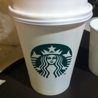 Photo prise au Starbucks Coffee par Angel R. le1/10/2012