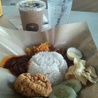Photo taken at OldTown White Coffee by Najhan H. on 4/30/2012