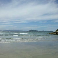 Foto tirada no(a) Praia da Ribanceira por Fafanet em 12/4/2011