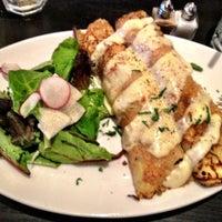 Foto scattata a Café Bonaparte da Sophie Y. il 8/30/2012