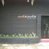 Photo taken at Ardifa Wisata & batikbatik Boutique Khas Riau by muhamad f. on 4/23/2011