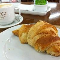 Photo taken at Palato Café by Rafael A. on 6/22/2012