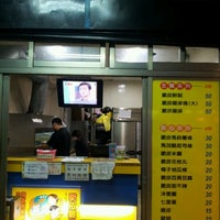 Photo taken at 2派克脆皮雞排 Two Peck Chicken Pie by baggio t. on 4/9/2012