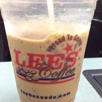 Foto scattata a Lee's Sandwiches da Cheryl P. il 4/11/2012