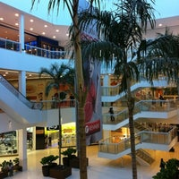 Photo taken at Shopping Bela Vista by Carlos Edmur L. on 8/9/2012
