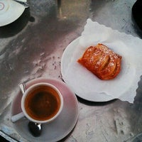 Photo taken at La Bottega del Caffé by Roldano D. on 5/13/2012