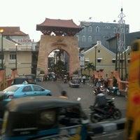 Photo taken at Pasar Baru (Passer Baroe) by Ahdiyat F. on 7/18/2012