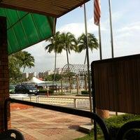 Photo taken at Gelanggang Tennis Tasik Titiwangsa by Nyot on 7/14/2012
