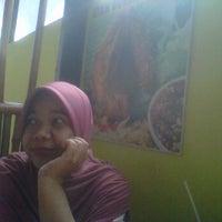 Photo taken at Bebek Goreng Kremes 'Monggo' by Wiwi N. on 6/16/2012