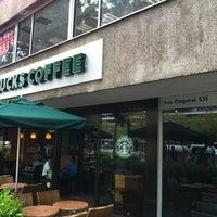 Снимок сделан в Starbucks пользователем Yleniapr 4/4/2012