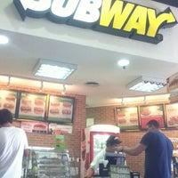 Foto tirada no(a) Subway por Matheus P. em 4/4/2012
