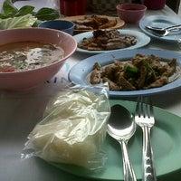 Photo taken at ร้านลาบคุณลุง by I^m anniE on 4/6/2012