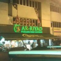 Photo taken at Restoran Ar-Riyad by Nyana P. on 9/4/2012