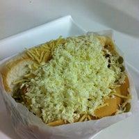 Photo taken at Hot Dog Du Piru by Filipe F. on 2/20/2012