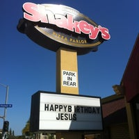 Photo taken at Shakey's Pizza Parlor by Lisle W. on 5/20/2012