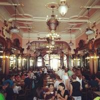 Foto tirada no(a) Majestic Café por Dmitry P. em 8/21/2012