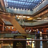 Foto tirada no(a) Shopping Vila Olímpia por Silvia S. em 4/22/2012