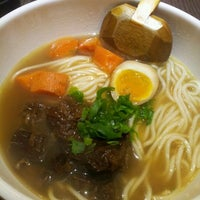 Photo taken at Dong's Beef Noodles 董家台灣牛肉麵 by Harriet C. on 5/22/2012