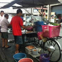 Photo taken at Siam Road Charcoal Char Koay Teow by Charry B. on 8/24/2012