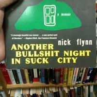 Foto tirada no(a) Half Price Books por Ross V. em 6/17/2012