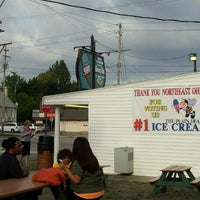 Photo taken at Honey Hut Ice Cream Shoppe by Ray N. on 9/2/2012