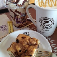 Photo taken at The Coffee Bean & Tea Leaf by Regina Y. on 6/22/2012