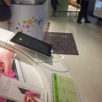 Photo taken at StarHub Customer Service Centre by Edgar W. on 7/12/2012