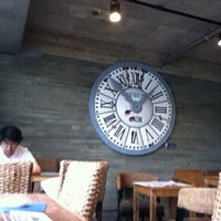 Photo taken at Caffé bene by Minwoong P. on 7/17/2012