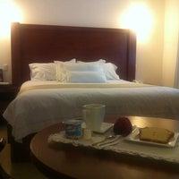 Foto tomada en El Serafin Hotel Boutique por Gel Q. el 9/5/2012
