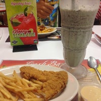 Photo taken at Steak 'n Shake by Alexa on 7/17/2012