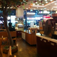 Photo taken at PARIS BAGUETTE by 대인 조. on 2/20/2012