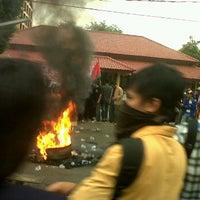 Photo taken at Jl.Raya Jatiwaringin by Hr Prasetyo 的育 on 3/28/2012