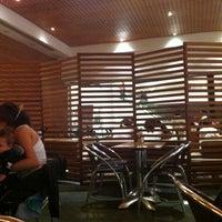 รูปภาพถ่ายที่ Crepes & Waffles โดย Inda H. เมื่อ 6/4/2012