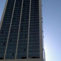 Foto tirada no(a) Windsor Atlântica Hotel por Alan R. em 5/21/2012