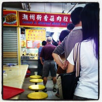 Photo taken at Chinatown Complex Market & Food Centre by Cynner L. on 7/6/2012
