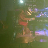 Photo taken at Ernie Biggs Dueling Piano Bar by Luke H. on 6/7/2012