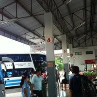 8/16/2012 tarihinde trinnakorn b.ziyaretçi tarafından Nan Bus Terminal'de çekilen fotoğraf