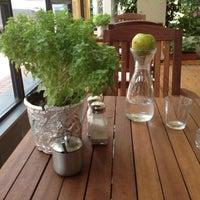 7/17/2012 tarihinde Erim G.ziyaretçi tarafından Cafe 12'de çekilen fotoğraf
