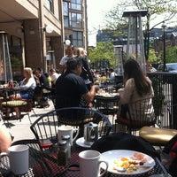Foto tomada en The Hot House Restaurant & Bar por Christian B. el 5/13/2012