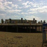 Photo taken at Strandpaviljoen Paal 10 by Marcel E. on 8/23/2011