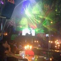 Foto tomada en TOM'S Leather Bar por Sinhue M. el 8/5/2012