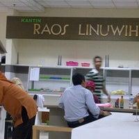 Photo taken at Kantin Raos Linuwih by Ardi P. on 1/4/2012